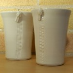 Zipper handle-less mugs